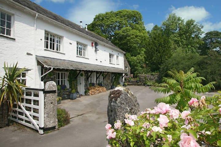 Nannygoat Cottage, Underbarrow, Lake District
