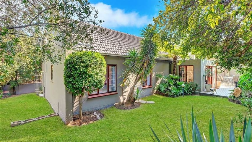 Gorgeous home! Perfectly positioned and secure.