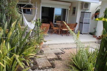 Studio avec terrasse et jardin - Le Carbet - Appartement