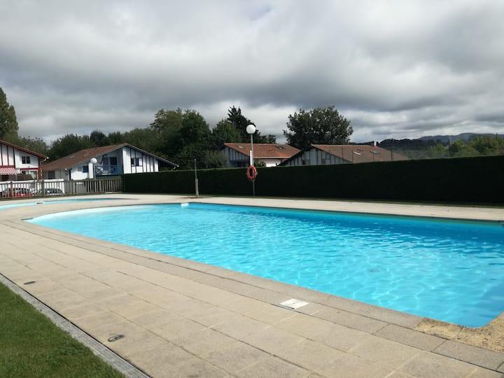 Casa adosada en urbanización privada con piscina