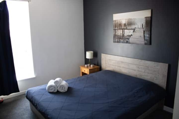 Spacious Room. Free Parking. Close to Everything!