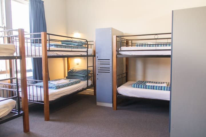 6 Bed Mixed Dorm(Shared Bathroom)-YHA Christchurch