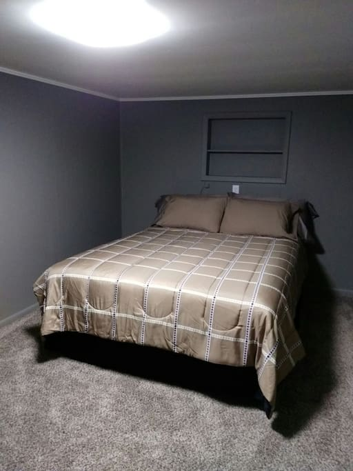 bedroom 2 , queen