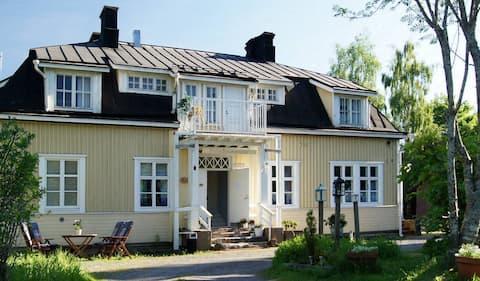 Matkustajakoti Villa Rauhasalo 4x1-2 h huonetta