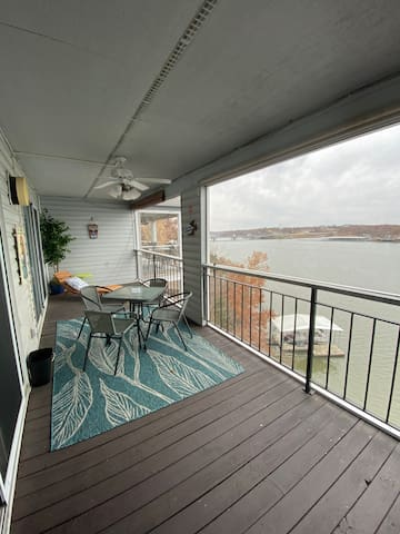 2bd/2ba Spectacular Main Channel View Condo