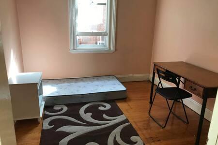 Room for reservation near Rockdale Station