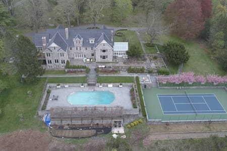 Luxury 8 BR Estate with Pool and Tennis court