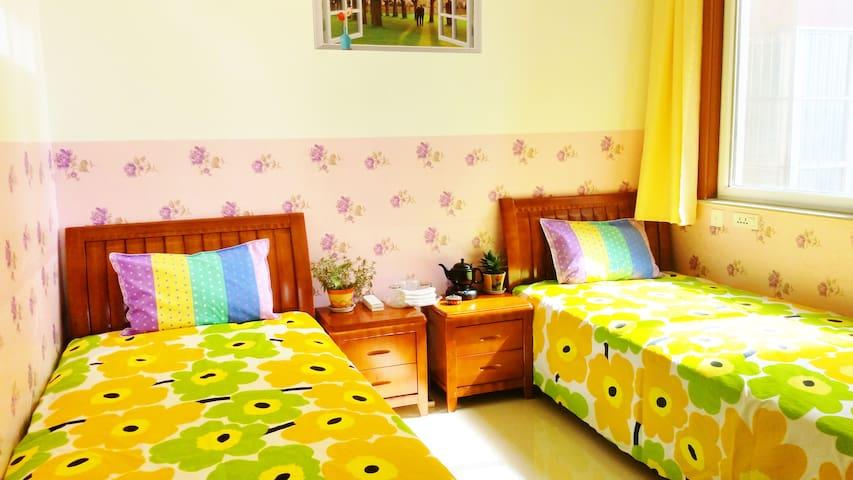 西安家庭住宿(2张单人床间),免费WIFI,临近机场/高铁站