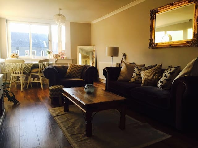 Double bed in cosy lovely location! - Edinburgh