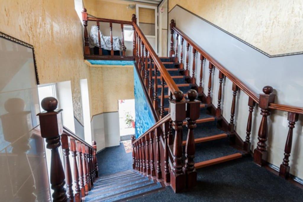 Лестница гостиницы