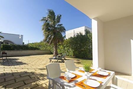 Villetta con giardino a 500 metri dalla spiaggia
