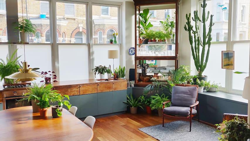 London Loft - Excellent location, beautiful space