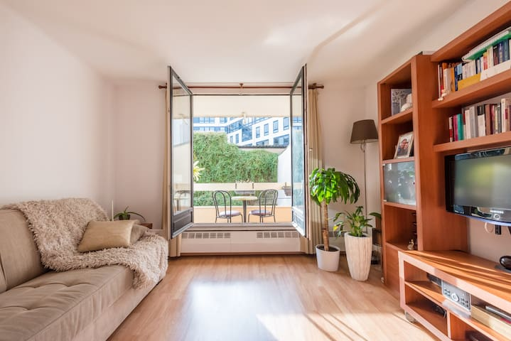 Beautiful & very quiet apartment with balcony