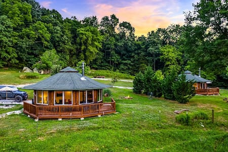 "Ozark Mountaintop Retreat - ""Redbud"" Cabin"