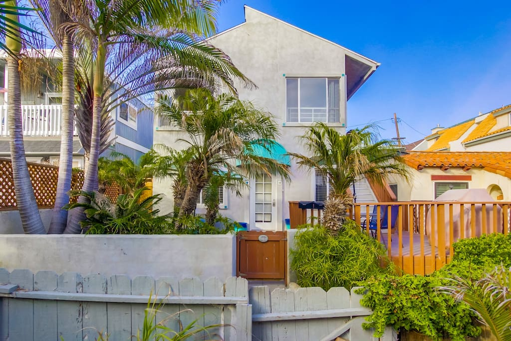 2 Bedroom Ground Floor Just Steps To The Beach Houses For Rent In San Diego California