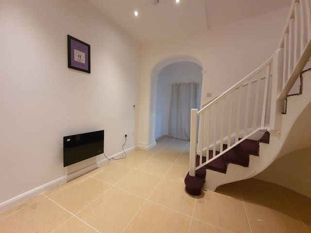 Grand, Gorgeous and Grade II listed 2 bedroom