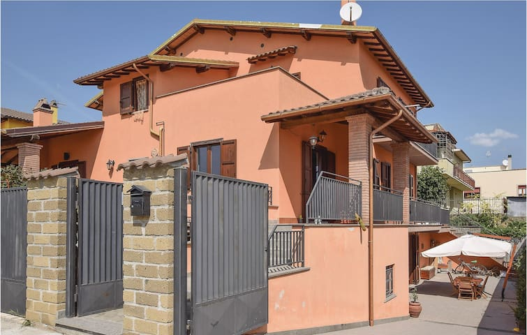 Semi-Detached with 3 bedrooms on 120 m² in Canino (VT)