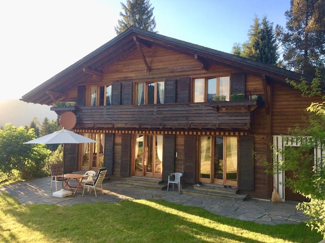 2-Bed Room, simple and cosy in famous Gstaad (B&B)