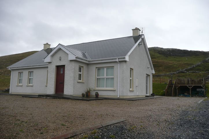 Beautiful 3-bed holiday home - Downings - Dom