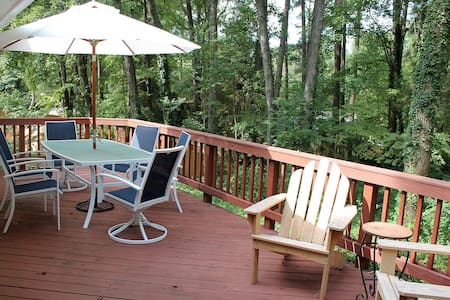 Cozy 3BR/2BA home in North Hills! - Raleigh - Rumah