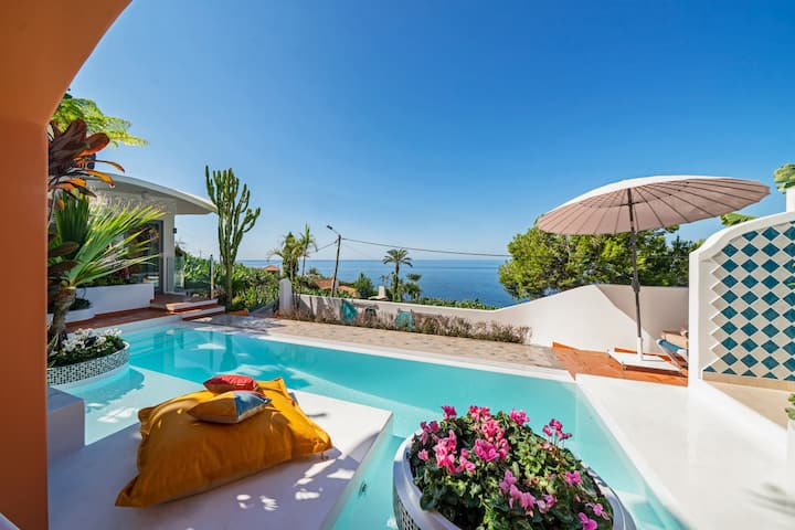 Beautiful zen villa, panoramic sea-views and access to the beach Villa do Mar IV