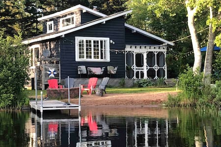 Lakefront Cottage in the heart of NS Wine Region