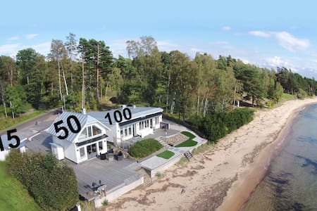 Beachvillan 15m2 Motala. (15 meter from the beach)