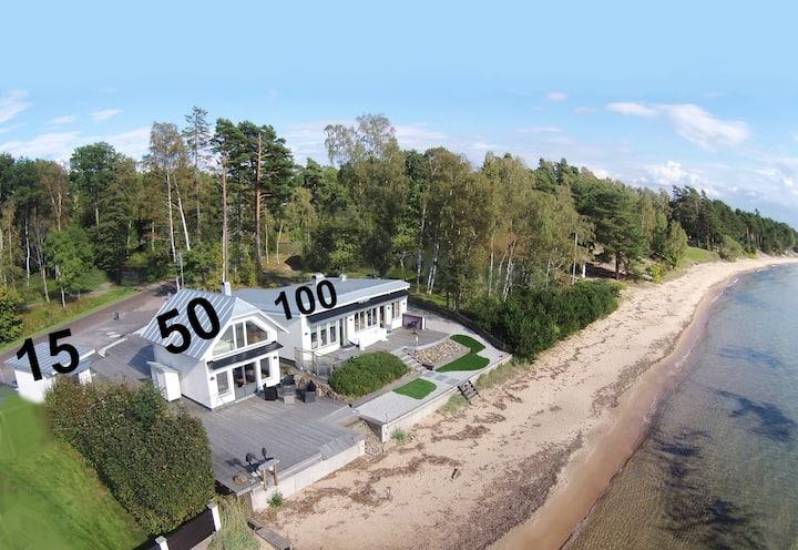Beachvillan 15m2 Motala. (15 meter from the beach)