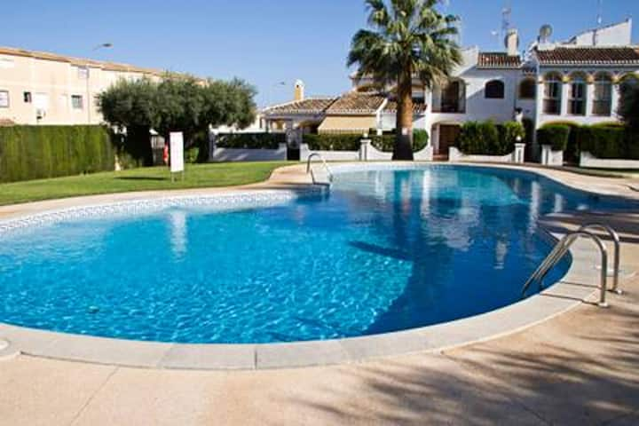 House with 2 bedrooms in Torrevieja, with shared pool, enclosed garden and WiFi - 500 m from the beach