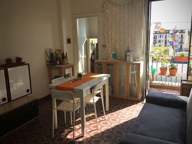 CASA PER GRUPPI. BELLA, LUMINOSA ED ECONOMICA - Milan - Appartement