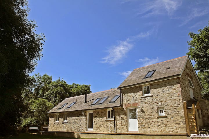 Ewebarn, Nr. Narberth, Pembs. Sleeps  2-6 people