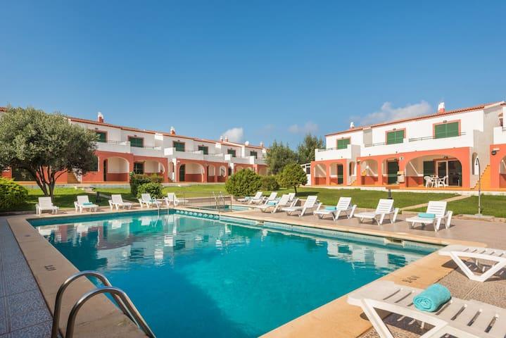 Apartamento en Cala en Forcat, WIFI, piscina