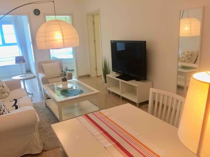 爱琴海商场边 宜家风格两室一厅高层公寓