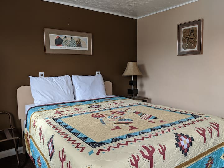 Kanab Motel Room Queen Bed Private Bath. #15