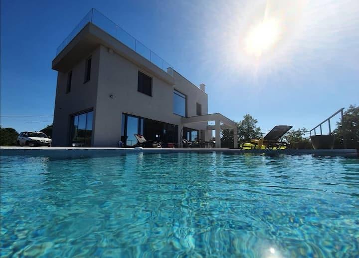 New luxury villa with beatiful view