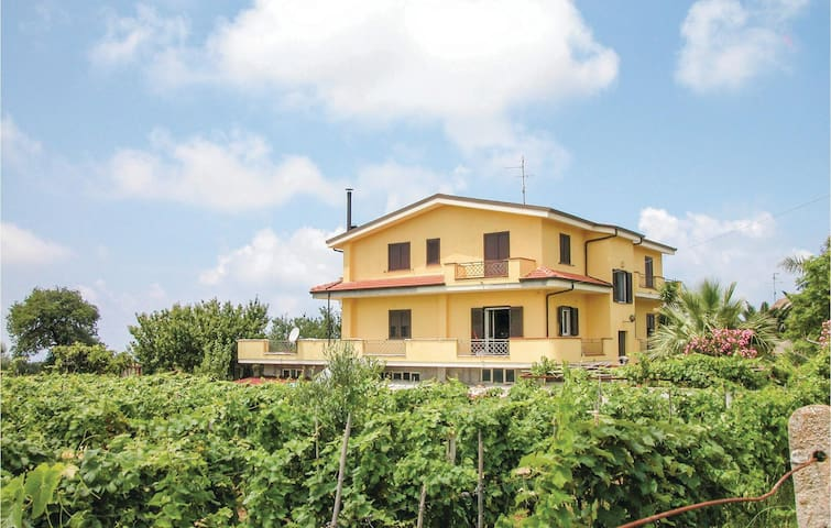 Holiday apartment with 2 bedrooms on 60 m² in Brattirò VV