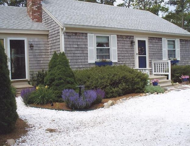 Quaint Home and Gardens at a Great Price - Brewster - Maison