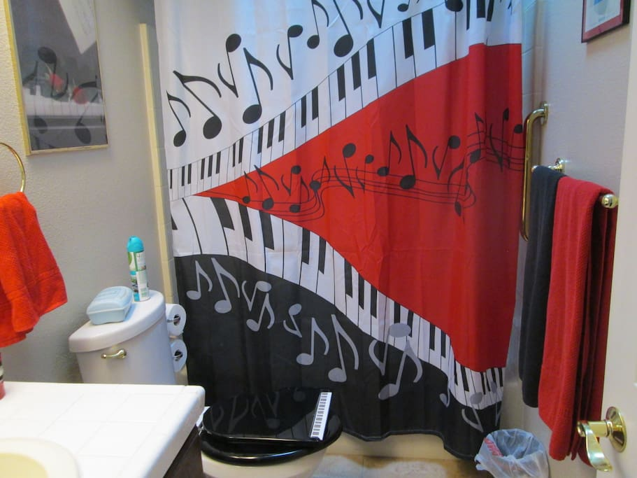 toilet seat is a grand piano...no it does not play!