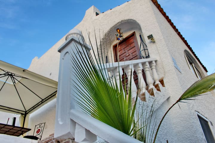 The Riad Azure - Moroccan Style B&B - San Miguel de Salinas - Bed & Breakfast