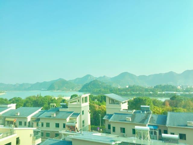 风景如画般的神仙居,高级住宅楼里的复式大房间 - xianju