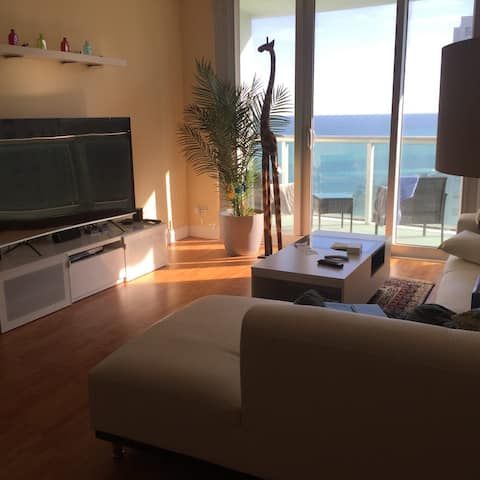 Beautiful Condo by the beach - The Tides