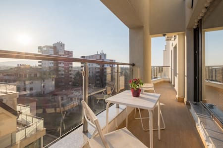 Stylish new apartment near downtown, park and mall - ソフィア - アパート