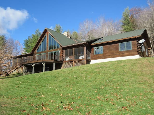 Gorgeous Log House Near Woodstock, Vermont - West Windsor - House