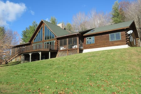 Gorgeous Log House Near Okemo - West Windsor