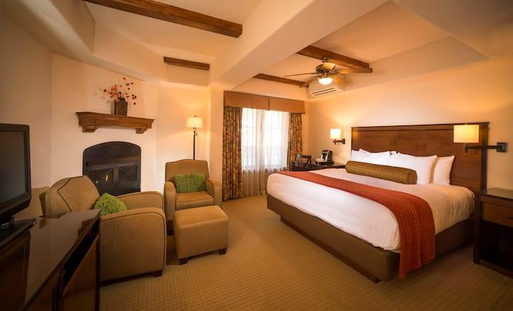 Luxury Getaway Room + French Balcony | Access Pool, Hot Tub & Gym