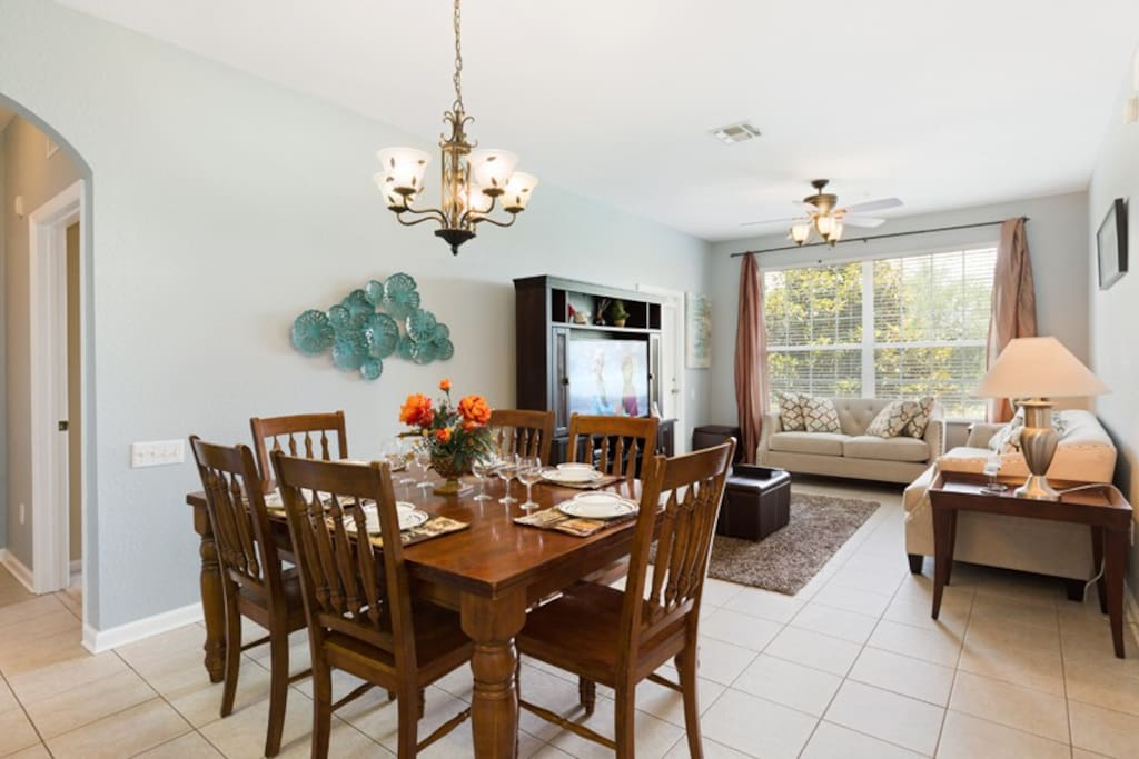 Beautiful open plan dining room that seats 6