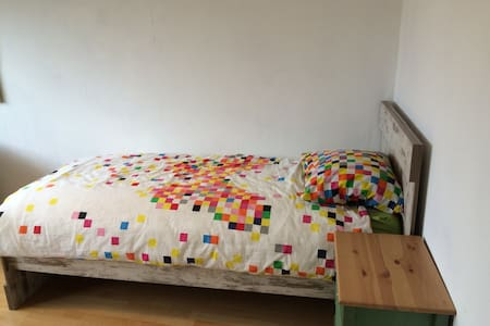 Sleepover Spot close to Airport and Apanta Academy - Veldhoven - 独立屋