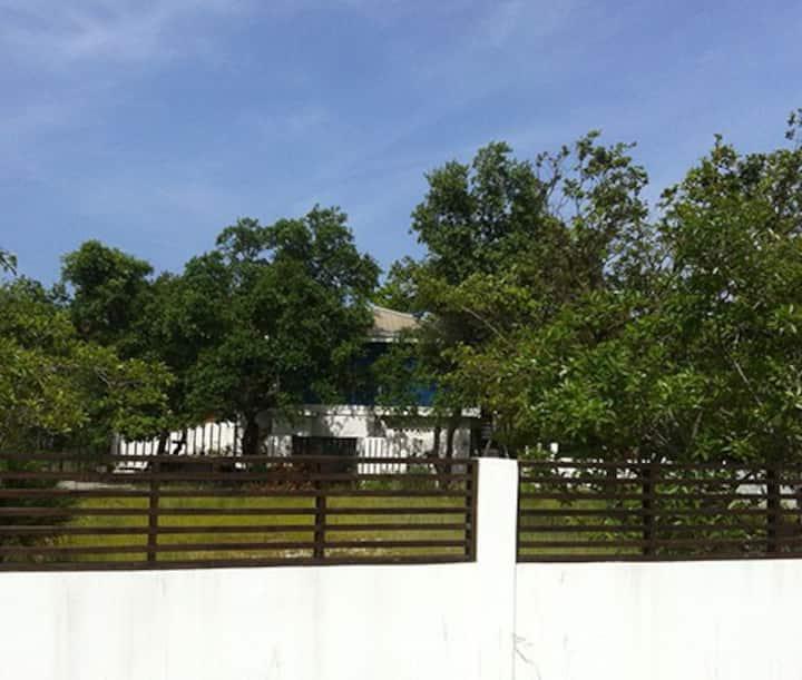 Placencia house in quiet location