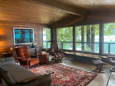 Eclectic Mid Century Waterfront 65mi from Seattle!