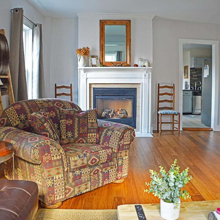Gorgeous Village Home 3bd 2ba, Ski Shuttle